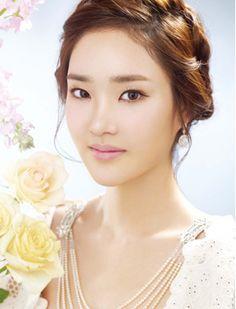 Trendy braid hair turns romantic bride up-do hair styling / Korean Concept Wedding Photography - IDOWEDDING (www.ido-wedding.com)