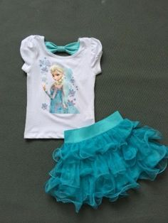 Elsa frozen dress fans will LOVE this adorable Frozen Tutu Dress! This set includes an adorable Elsa T-shirt with a cute open tie back and Tutu Skirt. Vestido Elsa Frozen, Frozen Tutu Dress, Robes Disney, Disney Dresses, Dresses Kids Girl, Kids Outfits, Princess Elsa Dress, Princess Anna, Frozen Princess