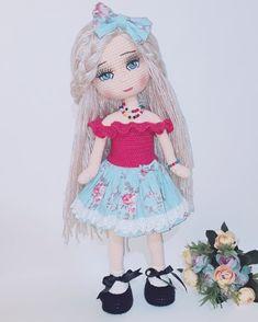 Herkese hayırlı geceler dilerim... Bebeğimin çekimini akşamdan yaptım sabahı bekleyemedim... O kadar sabırsızımdır...Bu sabırsızlığım zaman… Crochet Disney, Amigurumi Doll, Crochet Dolls, Crochet Projects, Baby Dolls, Doll Clothes, Harajuku, Crochet Patterns, Crafts