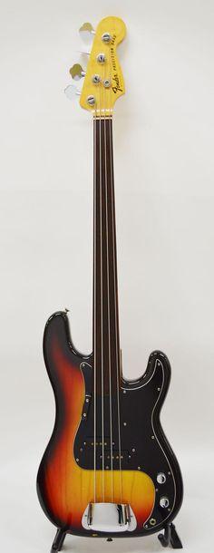Fender American Vintage 1977 Precision Fretless Bass in three-color sunburst