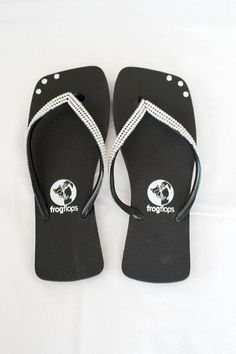 High Quality Flip Flops made by Frog Flops London. Original and authentic Brazilian Flip Flops - Soft and stretchy material for a comfortable fit in a square stylish shape. Thin straps and comfortable, finishing with high durability studded rhinestones.  - Made in Brazil  - High Quality Rubber sole  - Comfortable  - Durable, lightweight, heat-resistant, non-slip and water-resistant