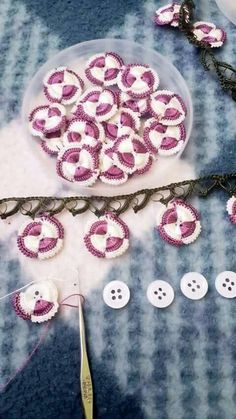 How to make this pattern you can see step step at photos. Crochet Borders, Crochet Flower Patterns, Crochet Flowers, Crochet Lace, Crochet Stitches, Knitting Patterns, Crochet Buttons, Diy Buttons, Needle Tatting