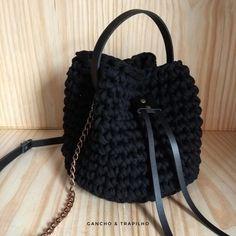 Bolsa saco em crochê com fio de malha