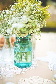 Simple, beautiful and inexpensive! Love the yellows and vintage blue jars - babys breath, solidego