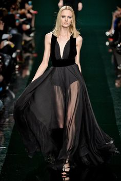 Meet Elie Saab's Beautiful New Bag Ladies: After dressing the likes of Angelina Jolie at last night's Oscars, Elie Saab turned his hand to more subdued daywear for his Fall ready to wear collection.