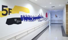 Elevator hall in the ward. The village greets children. The material is Printed wallpaper.