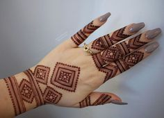 Latest Arabic Mehndi Designs Henna Trends Collection consists of stylish and beautiful mehndi patterns to try on events, festivals, weddings, etc Henna Hand Designs, Mehndi Designs Finger, Latest Arabic Mehndi Designs, Mehndi Designs 2018, Modern Mehndi Designs, Mehndi Designs For Fingers, Wedding Mehndi Designs, Mehndi Design Pictures, Henna Tattoo Designs