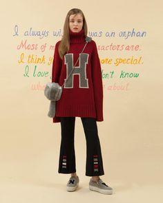 - HIGH TEEN 하이틴 무비에 나올법한 소녀의 옷장을 O!Oi의 감성으로 풀어내었습니다. - H TURTLE NECK KNIT_dark red FUR CUBE MINI BAG_gray LOVE & THINK SLIT PANTS_navy - 금요일 저녁 공식 스토어에 예약발매 됩니다. 더 많은 룩북은 www.oi-oi.co.kr #oioi#oioikorea#oioishowroom#showroom#fashion#design#designer#brand#based#seoulbrand#koreabrand#kpopfashion#15fw#main#collection#highteen#lookbook#오아이오아이 by oioikorea