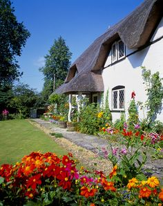 Pretty Cottage & Gardens in The Village of Ibsley, Hampshire. What a colourful garden. Fairytale Cottage, Romantic Cottage, English Country Cottages, English Countryside, Cottage Homes, Cottage Gardens, Little Cottages, Stone Cottages, Cute Cottage