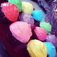 rainbow cupcakes!!
