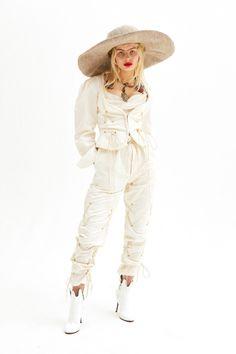 Andreas Kronthaler for Vivienne Westwood  #VogueRussia #bridal #springsummer2019 #AndreasKronthalerforVivienneWestwood #VogueCollections