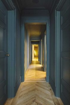 Jenna Lyons's Chic Soho Loft Soho Loft, Soho House, Patio Interior, Interior And Exterior, New Yorker Loft, Soho Apartment, Inchyra Blue, Casa Milano, Wall Colors