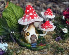 Items similar to Needle Felted red mushroom house - by Harthicune on Etsy Felt Mushroom, Mushroom House, Needle Felted Animals, Felt Animals, Wet Felting, Needle Felting, Magical Photography, Stuffed Mushrooms, Edible Mushrooms