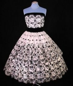 Beautiful vintage 1950s embroidered party dress