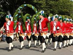 Which of the following animals can you find in the Oktoberfest Costume and Riflemen's Parade?