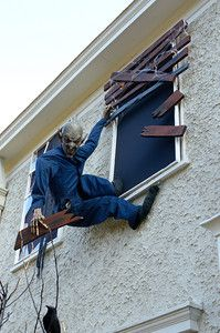Scary Halloween Haunted House Outdoor Decoration - Home to Z Halloween Prop, Casa Halloween, Halloween Outside, Creepy Halloween Decorations, Creepy Halloween Food, Halloween Haunted Houses, Homemade Halloween, Outdoor Halloween, Halloween Party Decor