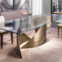 Dining table with curved metal bases in shiny black nickel finish or in satin finish: brass, dark brass, titanium, dark titanium. Glass top 15 mm thick with polished edges. Dinning Table Design, Marble Top Dining Table, Glass Dining Table, Luxury Dining Tables, Luxury Dining Room, Coffee Table Blueprints, Luxury Italian Furniture, Home Design Living Room, Kitchen Design Open