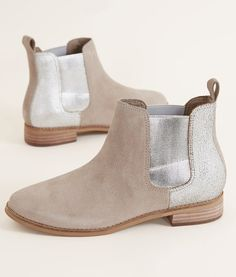 For getting a look which never goes out of form, mid calf shoes for girls. Boots For Short Women, Short Ankle Boots, Shoes Boots Ankle, Leather Ankle Boots, Bootie Boots, Fall Winter Shoes, Toms Boots, Buckle Boots, Boho