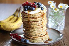 Sunne bananpannekaker Scones, Granola, Pancakes, Deserts, Lunch Box, Breakfast, Recipes, Foods, Food