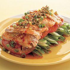 レタスクラブの簡単料理レシピ 豆板醤でさっぱりピリ辛だれにして「バンバンポンどり」のレシピです。 Easy Cooking, Healthy Cooking, Cooking Recipes, Vegetarian Recipes, Healthy Recipes, Healthy Menu, Japanese Dishes, Pork Dishes, Side Recipes