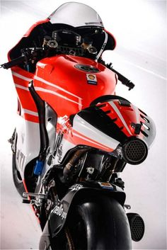 Ducati has released specs of its Desmosedici that Nicky Hayden and Andrea Dovizioso will pilot in the 2013 MotoGP Championship. Triumph Motorcycles, Cool Motorcycles, Porsche, Audi, Motorcycle Design, Motorcycle Bike, Motocross, Ducati Custom, Dodge