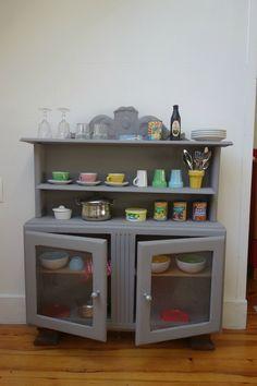 DSC01571 Diy Toys And Games, Childrens Kitchens, Vintage Buffet, Buffet Cabinet, Corner House, Home Staging, Kids Furniture, Diy For Kids, Kids Bedroom