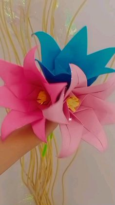 Paper Flowers Craft, Easy Paper Crafts, Paper Crafts Origami, Diy Crafts For Gifts, Flower Crafts, Hand Crafts For Kids, Paper Crafts Magazine, Bottle Crafts, Paper Decorations