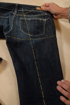 Recreate your favorite jeans without taking them apart. Couturier Kenneth D. King teaches this amazing class, full of couture sewing techniques. Sewing Projects For Beginners, Sewing Tutorials, Sewing Hacks, Sewing Crafts, Halloween Sewing Projects, Sewing Tips, Sewing Jeans, Sewing Clothes, Diy Clothes