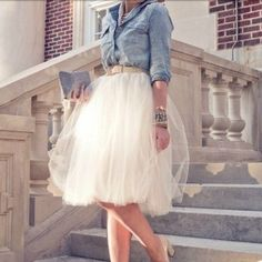 Nice tulle skirt and denim (or is it chambray? I NEED a tulle skirt already! Mode Outfits, Skirt Outfits, Fashion Outfits, Skirt Fashion, Style Fashion, Mode Shoes, Looks Street Style, Mode Vintage, Mode Style