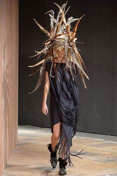 Junya Watanabe Spring 2014 RTW - Runway Photos - Fashion Week - Runway, Fashion Shows and Collections - Vogue Fashion Week, Fashion Art, Fashion Show, Fashion Design, Review Fashion, Fashion 2014, Dark Fashion, Spring 2014, Spring Summer