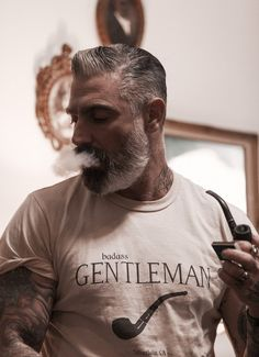 PRODUCT DESCRIPTION This 100% garment dye screen tee features a screens on the front. Be your yourself, but be a gentleman. Made in the USA. SIZE & FIT True to Size SHEEHAN & CO. Sheehan & Co. is an o