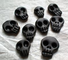 Love these skull buttons by miss helen aka spycore, via Flickr