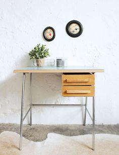 Vintage desk - atelierdupetitparc.fr