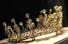 A close up of the Mike Todd tiara, given to Elizabeth Taylor by her third husband.