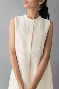 Good Earth brings you luxury design crafted by hand, inspired by nature and enchanted by history, celebrating India's rich history and culture through original, handcrafted products. Simple Kurti Designs, Kurti Neck Designs, Kurta Designs Women, Kurti Designs Party Wear, Lehenga Designs, Blouse Designs, Cotton Dresses Online, Kurta Patterns, Kurta Style
