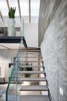 #fontanot - ringhiera in vetro, gradino in rovere spazzolato... Stairs, Design, Home Decor, Staircases, Stairway, Decoration Home, Room Decor, Home Interior Design