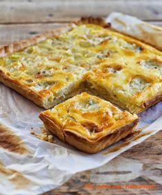 Tarta de puerros pera y gorgonzola Quiches, Tacos And Burritos, Savory Pastry, Empanadas, Good Food, Yummy Food, Love Eat, Savoury Dishes, Brie