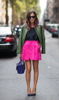 Adorei a ideia de combinar a saia pink com um blazer em tom verde militar. Nunca tinha pensado nessa combinação e acho que deu super certo!