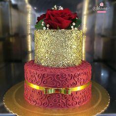 """2,224 Me gusta, 6 comentarios - Blog Oficial® - Festa Infantil (@dentrodafesta) en Instagram: """"Bolo inspiração em tons vermelho e dourado By @mercierconfeitaria #DentroDaFesta . . . #bologold…"""" Fancy Cakes, Cute Cakes, Pretty Cakes, Beautiful Cakes, Amazing Cakes, Elegant Wedding Cakes, Elegant Cakes, Fondant Cakes, Cupcake Cakes"""