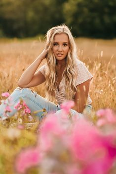Discover recipes, home ideas, style inspiration and other ideas to try. Senior Photography Poses, Senior Portraits Girl, Senior Photos Girls, Senior Girl Poses, Senior Girls, Camera Photography, Girl Photos, Fashion Photography, Field Senior Pictures