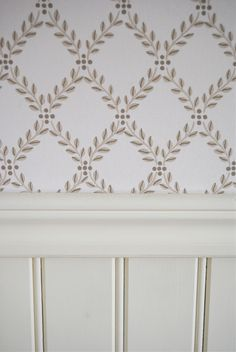 Statarbostaden Torpa Stenhus, Sweden Nordic Home, Nordic Style, Swedish Wallpaper, Swedish Cottage, Decor Scandinavian, House Design, Curtains, Cambridge, Pattern