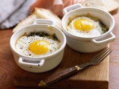 Äggcocotte med grönkål och cheddar