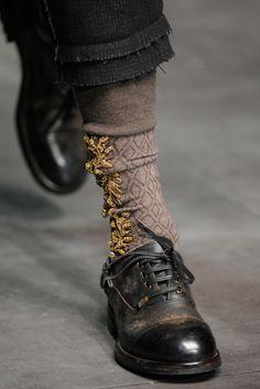 Socks Dolce e Gabbana Look Fashion, Fashion Details, Fashion Shoes, Fashion Accessories, Womens Fashion, Girl Fashion, Mode Shoes, Carrie Bradshaw, Mode Inspiration
