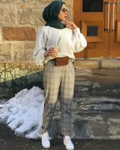 Checked pants hijab style – Just Trendy Girls: www.justtrendygir… Checked pants hijab style – Just Trendy Girls: www. Hijab Fashion Summer, Modern Hijab Fashion, Street Hijab Fashion, Muslim Fashion, Korean Fashion, Modest Fashion, Winter Fashion, Hijab Casual, Hijab Chic