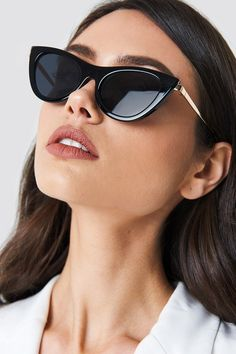 Discover the best assortment of women's Brands at NA-KD. Le Specs offers a never-ending selection of Sunglasses in different styles. Fashion Mumblr, Fashion Outfits, Womens Fashion, 2020 Fashion Trends, Spring Fashion Trends, Stylish Sunglasses, Sunglasses Women, Poses, Model Headshots