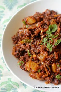 Ruchik Randhap (Delicious Cooking): Choriz Bafat ~ Goan Sausages with a Mangalorean Twist! Goan Recipes, Indian Food Recipes, New Recipes, Ethnic Recipes, Recipies, Pork Sausage Recipes, Sausage Bread, Curry Stew, Kerala Food