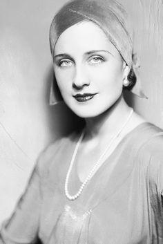 Norma Shearer, 1930 viagloriaswanson