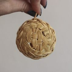 Vánoční baňka, ozdoba. Christmas tree decoration. Rattan weaving. japan basket, christmas ball, woven, pedig, nature, natural