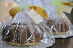 A celebration menu: oriental salad & lemon-rosemary cake. Bundy Cake, Oriental Salad, Farmers Market Display, Bake Sale Recipes, Cake Packaging, Packaging Ideas, Turquoise Table, Winding Stair, Cake Table