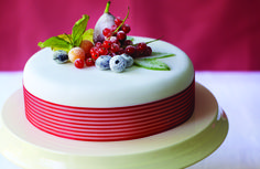 christmas cake decorating - simple and so pretty but i can never really work the fondant